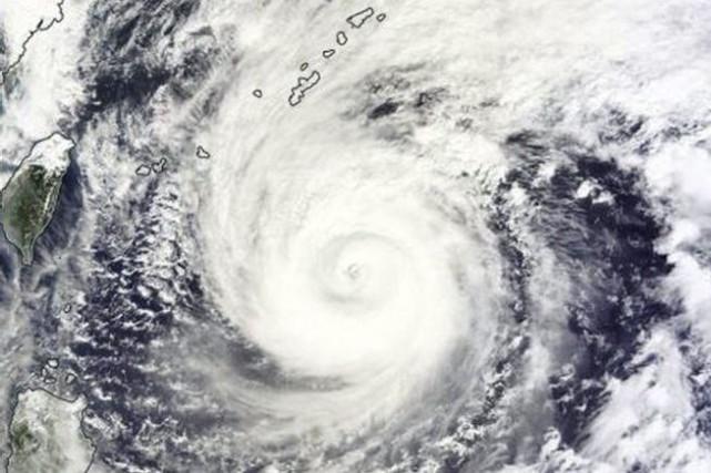 Soulevant des rafales allant jusqu'à 234km/h, le typhon... (Photo NASA/AFP)