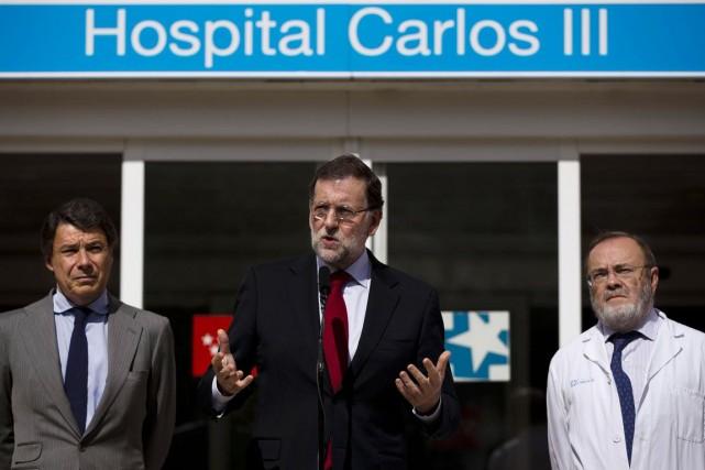 Le chef du gouvernementMariano Rajoy a rendu visite... (PHOTO DANIEL OCHOA DE OLZA, AP)