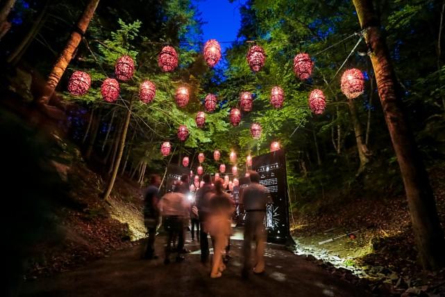 Le parcours déambulatoire conçu par Moment Factory, Foresta Lumina, au... (PHOTO JOCELYN RIENDEAU)