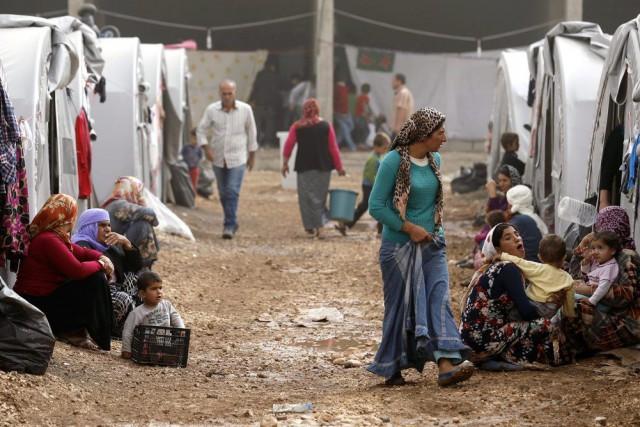 Des réfugiés kurdes qui ont fui la ville... (REUTERS)