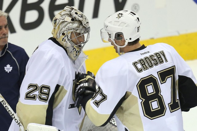 Marc-André Fleury et Sidney Crosby... (Photo Tom Szczerbowski, USA Today)