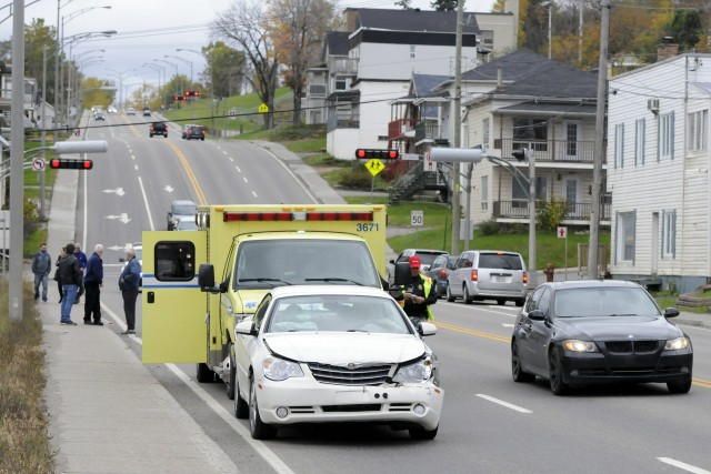 Une collision est survenue en fin d'avant-midi, hier,... ((Photo Mariane L. St-Gelais))