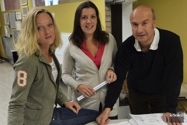 Madeline Thouron, Bénédicte Gravelet et l'enseignant Stéphane Chambon... (Photo Le Soleil, Caroline Grégoire)