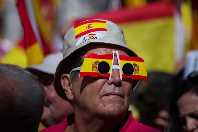 L'exécutif catalan a décidé de renoncer au référendum sur l'indépendance jugé... (PHOTO EMILIO MORENATTI, AP)