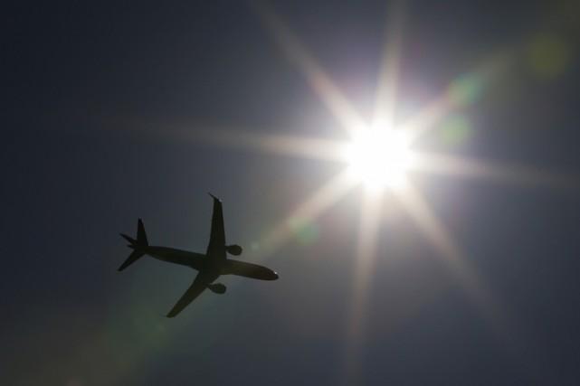 Un avion de la compagnie Emirates a été immobilisé lundi plusieurs heures à son... (Archives Reuters)