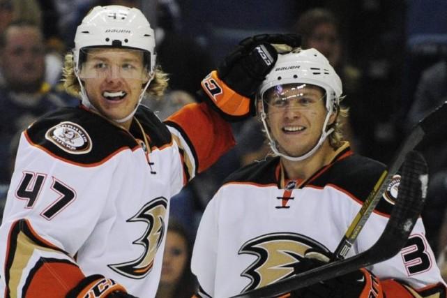La recrue William Karlsson a réussi ses deux premiers buts dans la LNH, lundi,... (Photo: AP)