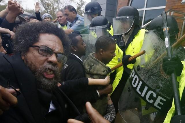 Parmi les personnes arrêtées pour avoir troublé la... (Photo: Reuters)