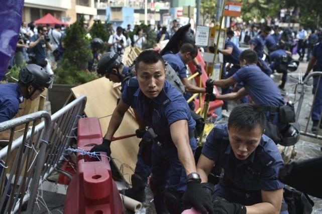 La police avait commencé lundi à démanteler un... (Photo: AFP)