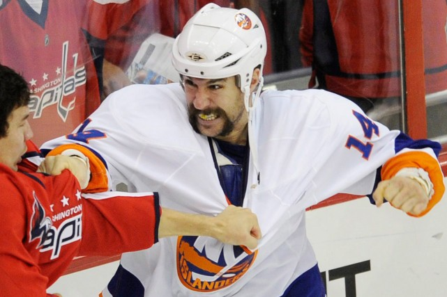 Trevor Gillies alors qu'il était membre des Islanders... (Photo Nick Wass, archives AP)