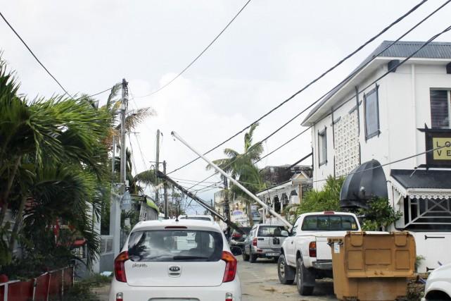 L'ouragan Gonzalo a causé plusieurs dommages en balayant... (PHOTO AFP/LE PELICAN/STRINGER)