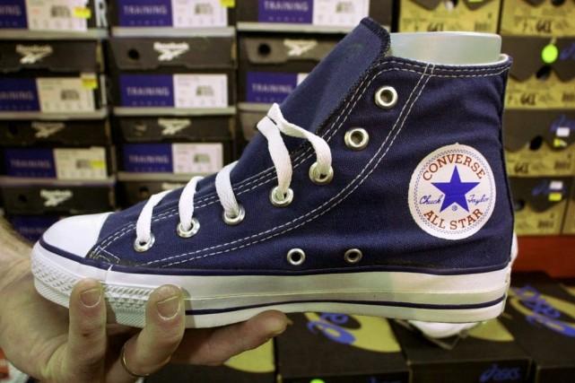 La marque de baskets américaine Converse a décidé de porter plainte contre une... (Photo Steven Senne, Archives AP)