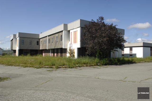 Deux incendies ont été allumés en moins de 24 heures dans des bâtiments situés... (Archives La tribune, Claude Poulin)