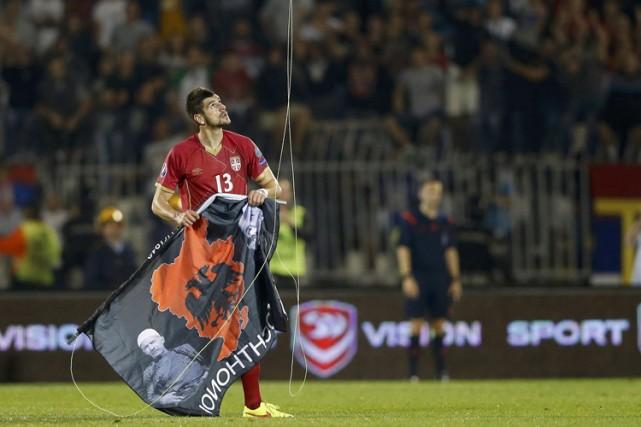 Le drapeau qui a déclenché les incidents représentait... (Photo: Reuters)