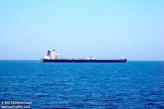 Le pétrolier Genmar Daphneest bloqué au large des... (Photo tirée du site www.marinetraffic.com)