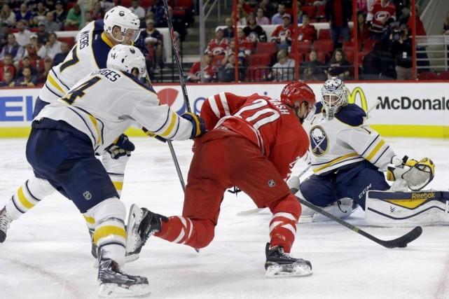 Les Sabres de Buffalo ont obtenu leur premier gain de la saison après trois... (Photo: AP)
