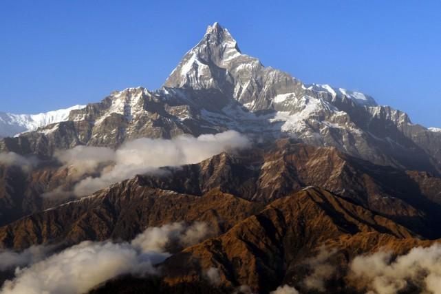 La chaîne de montagne des Himalaya... (PHOTO ARCHIVES AFP)