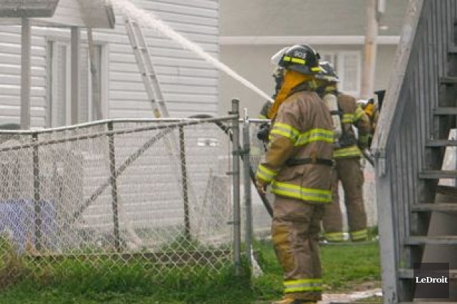 Les pompiers ont arrosé abondamment la structure du... (Archives, LeDroit)