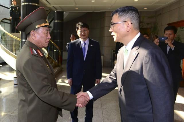 Le chef de la délégation nord-coréenne Kim Yong-chol... (PHOTO AP/MINISTÈRE DE LA DÉFENSE SUD-CORÉEN)