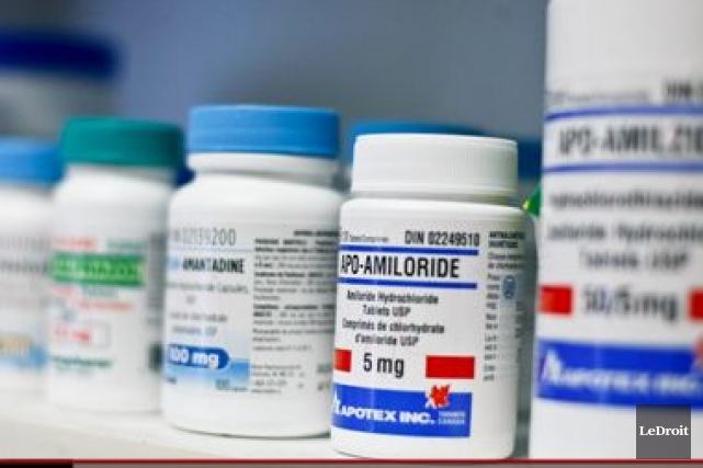 Le Canada continue de payer les médicaments génériques beaucoup plus chers que... (Martin Roy, Archives Le Droit)