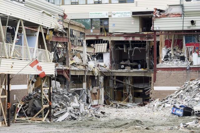 Deux femmes ont été coincées dans les décombres... (PHOTO NATHAN DENETTE, ARCHIVES LA PRESSE CANADIENNE)