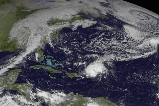 Image satellite montrant la progression de l'ouragan Gonzalo dans... (Photo AFP / NASA)
