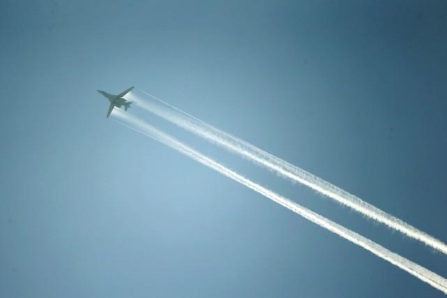 Un avion de la coalition menée par les... (PHOTO KAI PFAFENBACH, REUTERS)