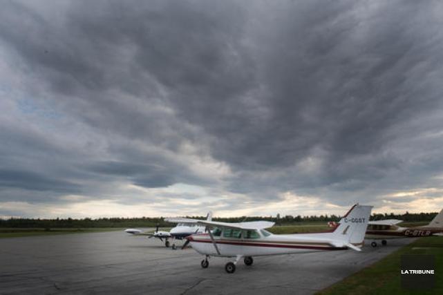 Le dossier de l'aéroport de Sherbrooke chemine toujours à Transports Canada... (Imacom, René Marquis)