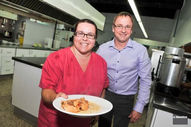 On aperçoit ici la cuisinière de la tablée... (Photo: Émilie O'Connor, Le Nouvelliste)