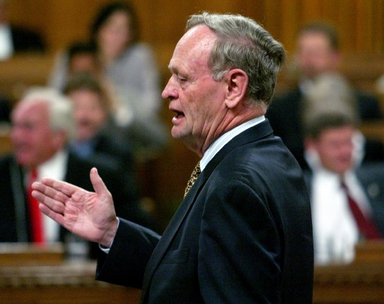 Malgré les pressions américaines, Jean Chrétien, premier ministre... (Photo Chris Wattie, archives Reuters)