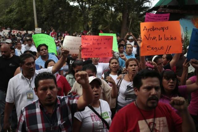 Les étudiants et les enseignants mobilisés, appuyés par... (PHOTO JORGE DAN LOPEZ, REUTERS)