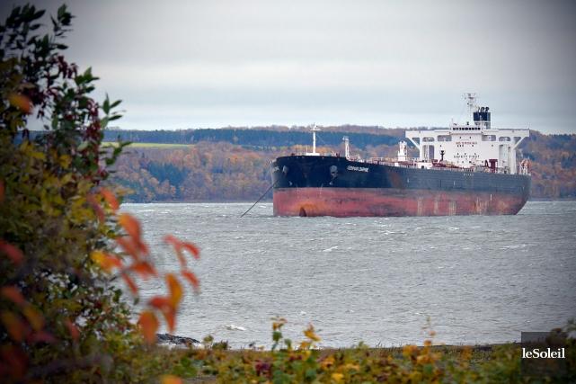 Greenpeace soutient que de 20 à 30 pétroliers... (Le Soleil, Pascal Ratthé)