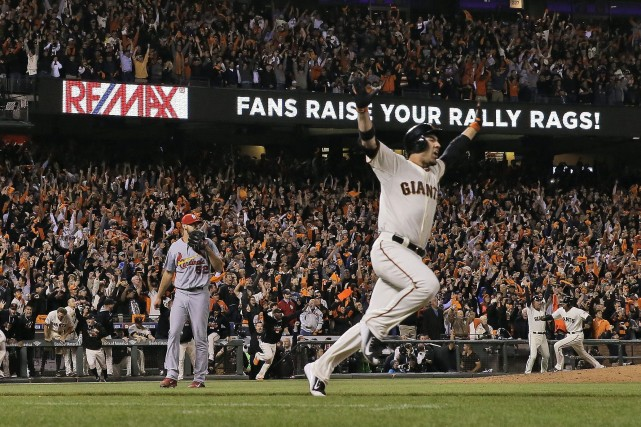 Travis Ishikawa a claqué un circuit de trois points en neuvième et les Giants... (Photo David J. Phillip, AP)