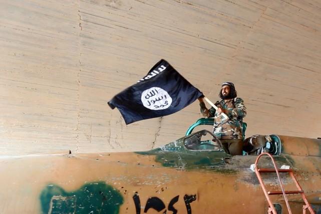 Deux des appareils ont été pris de Tabqa,... (PHOTO ARCHIVES AP/RAQQA MEDIA CENTER)