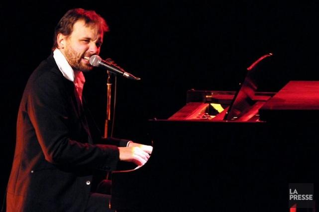 Émile Proulx-Cloutier s'est installé derrière son piano, jeudi... (François Gervais, archives La Presse)