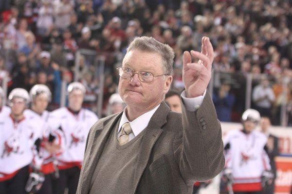 Brian Kilrea avait salué la foule d'Ottawa au... (Patrick Woodbury, archives LeDroit)