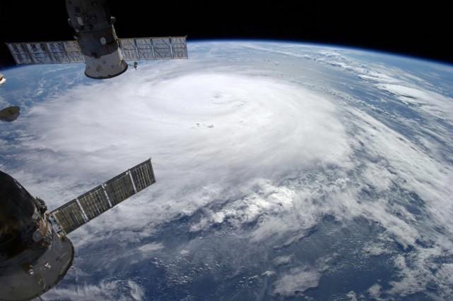L'ouragan, de catégorie4 sur l'échelle Saffir-Simpson qui compte... (PHOTO ALEXANDER GERST, REUTERS/NASA)