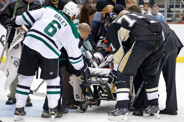 L'attaquant des Penguins Pascal Dupuis a quitté sur... (Photo Gene J. Puskar, AP)