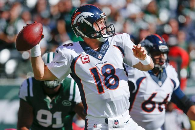 Peyton Manning n'a besoin que de trois passes... (Photo Kathy Willens, AP)