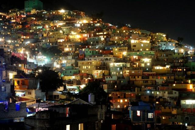Pouvoir et opposition s'affrontent en Haïti depuis des... (PHOTO Hector RETAMAL, ARCHIVES AFP)