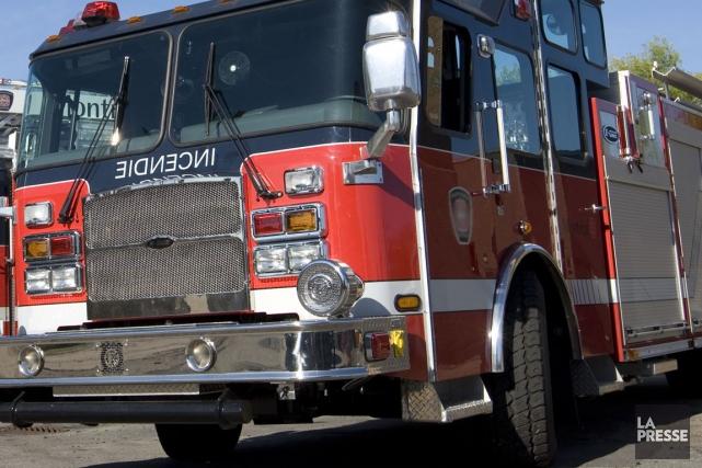 L'incendie a nécessité l'intervention de dizaines de pompiers... (PHOTO ARCHIVES LA PRESSE)