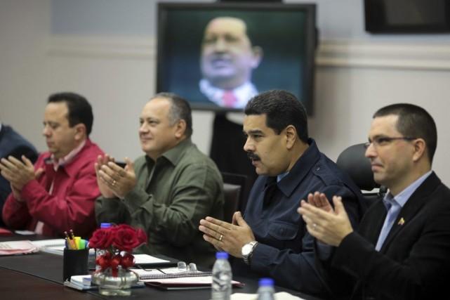 Le président du Venezuela Nicolás Maduro (deuxième à... (PHOTO AFP/PRÉSIDENCE VÉNÉZUÉLIENNE)