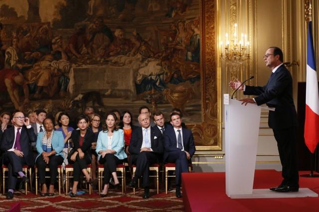Le président François Hollande répondant aux questions des... (PHOTO PATRICK KOVARIK, ARCHIVES AFP)
