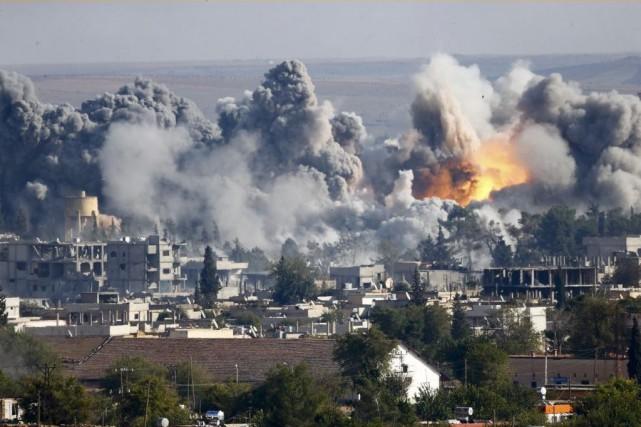 Les frappes de lacoalition internationale visent des infrastructures... (PHOTO KAI PFAFFENBACH, ARCHIVES REUTERS)