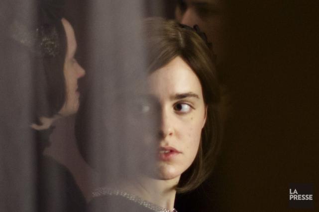 Félix et Meira évoque une histoire d'amour improbable... (Photo fournie par la production)