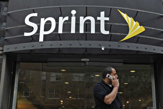 Sprint, qui veut rivaliser avec les mastodontes AT&T... (PHOTO ARCHIVES BLOOMBERG NEWS)