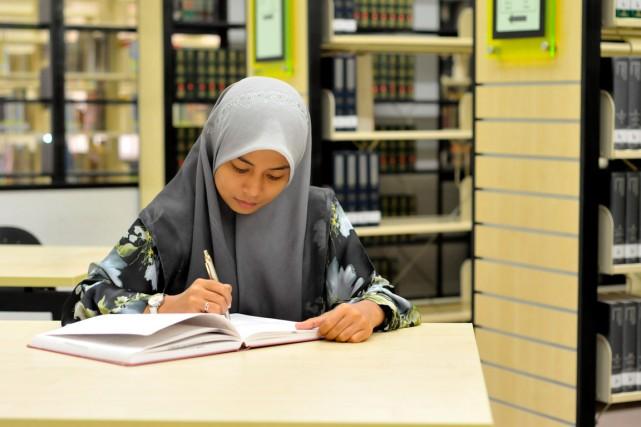 L'OCDE identifie trois pays seulement où les filles... (Shutterstock, Shahrul Azman)