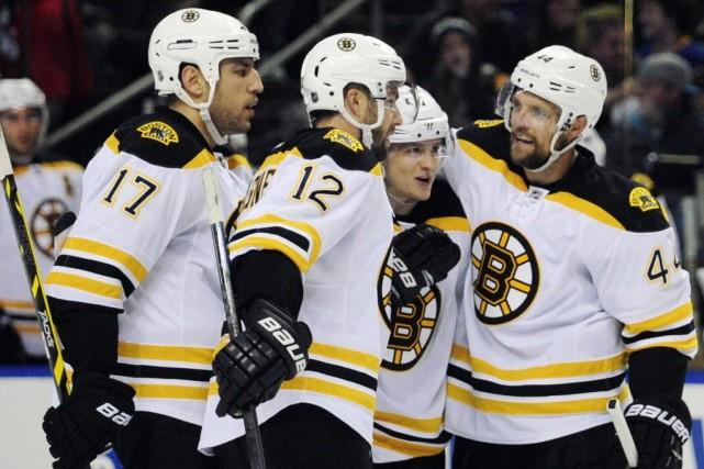Les Bruins de Boston ont défait les Sabres... (Photo Gary Wiepert, AP)