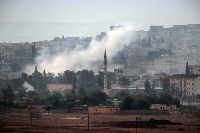 Les djihadistes contrôlent environ 50% de la troisième... (PHOTO LEFTERIS PITARAKIS, AP)