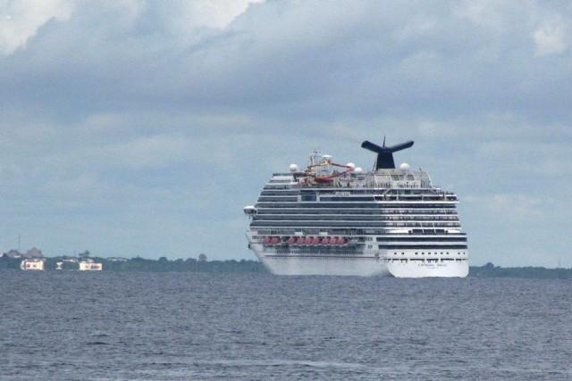 LeCarnival Magicde la compagnie Carnival Cruise a accosté... (PHOTO ANGEL CASTELLANOS, AP)