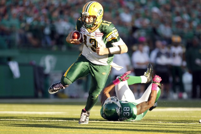 Mike Reilly des Eskimos d'Edmonton a complété 20 de... (Photo DAVID STOBBE, Reuters)